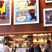 Foto tirada no(a) Le Jazz Brasserie por M.L.F.T. A. em 8/19/2012