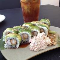 Foto tomada en Smart Sushi por Jonathan M. el 8/5/2012