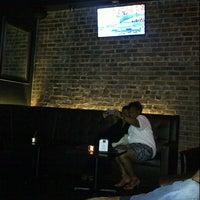 Das Foto wurde bei Cove Lounge von D. am 8/12/2012 aufgenommen