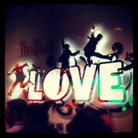 Das Foto wurde bei The Beatles LOVE (Cirque du Soleil) von Kimmy H. am 7/22/2012 aufgenommen