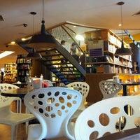 Foto tirada no(a) Livraria Cultura por Isaac F. em 5/26/2012