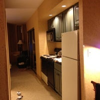 Foto tirada no(a) St. Gregory Hotel por Jessie L. em 5/25/2012