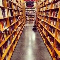 6/28/2012 tarihinde Adam W.ziyaretçi tarafından Powell's City of Books'de çekilen fotoğraf