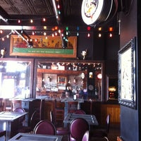 Foto tomada en Gas Lamp por Your Downtown Gal el 3/6/2012