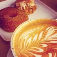 Foto tirada no(a) Intelligentsia Coffee & Tea por Matt M. em 7/15/2012