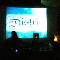 2/20/2012 tarihinde Camille M.ziyaretçi tarafından District Restaurant & Lounge'de çekilen fotoğraf
