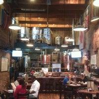 Foto tirada no(a) The Cannon Brew Pub por Robbie em 2/26/2012