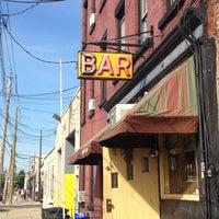 Foto scattata a Sunny's da John E. il 5/12/2012