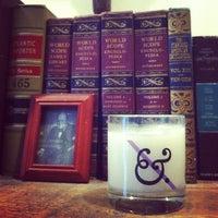 7/30/2012 tarihinde Gab B.ziyaretçi tarafından Duke & Winston Flagship Store'de çekilen fotoğraf
