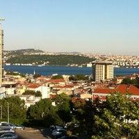 Foto scattata a Şişli Öğretmenevi da Tugra S. il 6/28/2012