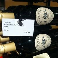 Foto scattata a Crush Wine & Spirits da Ben 💯 B. il 8/26/2012