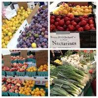 Снимок сделан в Rockefeller Center Farmers Market пользователем Michael R. 7/25/2012