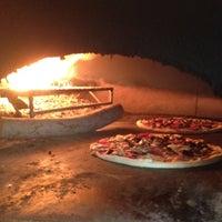 Foto scattata a Olivia's Pizzeria da Faruk S. il 8/7/2012