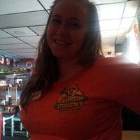 Foto tomada en Captain Chuck's Sandbar & Grill por Beth A. el 4/29/2013