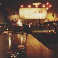 Das Foto wurde bei Hot Bird von Chaz C. am 12/5/2012 aufgenommen