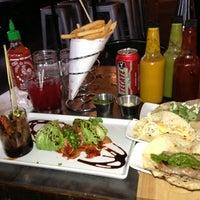 Foto tomada en Booty's Street Food por Kim H. el 12/28/2012