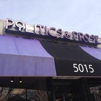 Photo prise au Politics & Prose Bookstore par Andre W. le3/22/2014