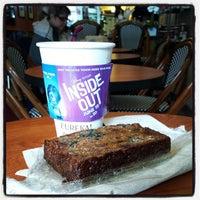 Foto tomada en Eureka! Cafe at 451 Castro Street por Jim J. el 6/4/2015