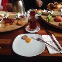 รูปภาพถ่ายที่ Cafe Locale İstanbul โดย Emine Y. เมื่อ 2/7/2015