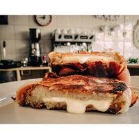 รูปภาพถ่ายที่ Café & Tocino โดย Luigi T. เมื่อ 6/18/2015
