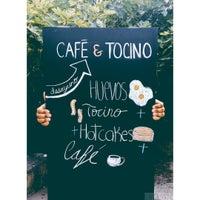 รูปภาพถ่ายที่ Café & Tocino โดย Luigi T. เมื่อ 7/11/2015