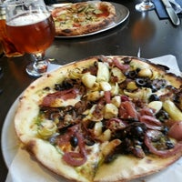 8/13/2013 tarihinde EAziyaretçi tarafından BUILD Pizzeria'de çekilen fotoğraf