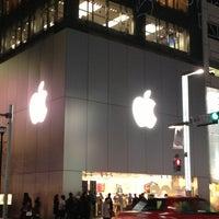 รูปภาพถ่ายที่ Apple Ginza โดย Hideaki I. เมื่อ 3/4/2013