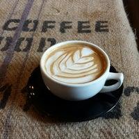 Foto scattata a Land of a Thousand Hills Coffee da JP il 8/3/2013