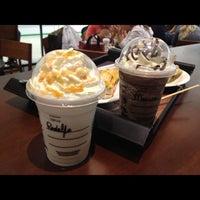 Das Foto wurde bei Starbucks von Rodolfo A. am 4/15/2013 aufgenommen