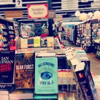 Foto diambil di Brookline Booksmith oleh Rebecca G. pada 7/15/2013