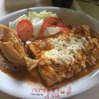 Foto tomada en Burritos La Palma por Sandra D. el 12/27/2016