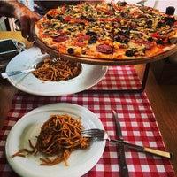 7/26/2014 tarihinde Daniella P.ziyaretçi tarafından Pizzaria di Mozza'de çekilen fotoğraf