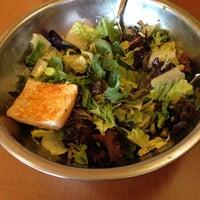 รูปภาพถ่ายที่ Salata โดย Tyler H. เมื่อ 5/31/2014