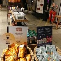 รูปภาพถ่ายที่ Starbucks โดย Regis เมื่อ 3/27/2018
