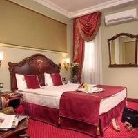 11/8/2013 tarihinde Staro Hotelziyaretçi tarafından Staro Hotel'de çekilen fotoğraf