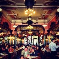 Foto tirada no(a) Majestic Café por Gary M. em 6/7/2013