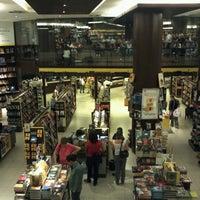 10/18/2012 tarihinde Camila F.ziyaretçi tarafından Saraiva MegaStore'de çekilen fotoğraf