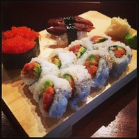 Foto scattata a Billy Beach Sushi and Bar da Michelle Y. il 6/12/2013