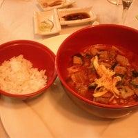 Foto scattata a Beef & Sushi da Silvia R. il 11/22/2013
