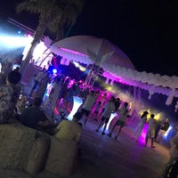 Foto tomada en Cesars Night Club por Didem A. el 8/4/2018