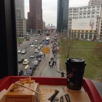 Das Foto wurde bei McDonald's von Vasiliy R. am 3/13/2016 aufgenommen