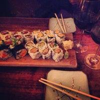 Foto tomada en Blue Ribbon Sushi por Vaquita M. el 4/12/2013