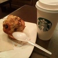 4/18/2013 tarihinde Dora Lucia V.ziyaretçi tarafından Starbucks Coffee'de çekilen fotoğraf
