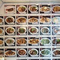 Foto tomada en Xi'an Famous Foods por Charles T. el 4/19/2013