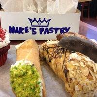 4/12/2013 tarihinde Kirsten P.ziyaretçi tarafından Mike's Pastry'de çekilen fotoğraf