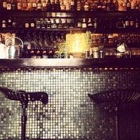 Das Foto wurde bei EL BARÓN - Café & Liquor Bar von Alexandra L. am 4/22/2015 aufgenommen