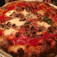Foto diambil di Pizzeria Sirenetta oleh Corinne P. pada 1/22/2018