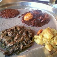 Photo prise au Ras Dashen Ethiopian Restaurant par Chrystal D. le11/22/2013