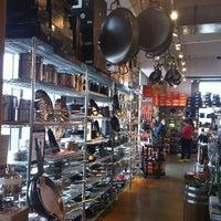 11/7/2012 tarihinde Ashley H.ziyaretçi tarafından Sur La Table'de çekilen fotoğraf