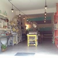 Foto diambil di La Bodeguita Gourmet oleh Enterartedf pada 7/3/2013